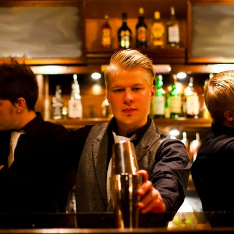 Photo for: What's the Difference Between a Mixologist and a Bartender?